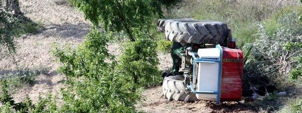 Muere un hombre al volcar su tractor en Castelldans (Lleida)