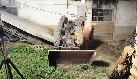 Fallece un hombre de 55 años al volcar el tractor que conducía en Aibar (Navarra)