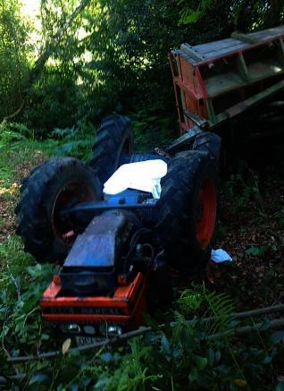 Fallece un vecino de Mondariz (Pontevedra) de 52 años al volcar su tractor en un terraplén