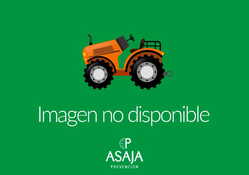 Un hombre de 36 años muere al volcar el tractor que manejaba en Nava