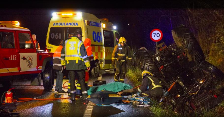 Muere un tractorista de 78 años en un accidente en Fornelos, Zas